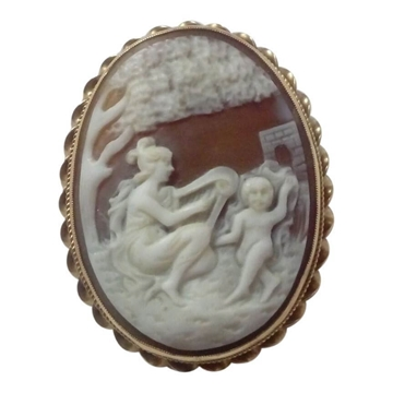 Vintage Real Cameo carved gold Brooch