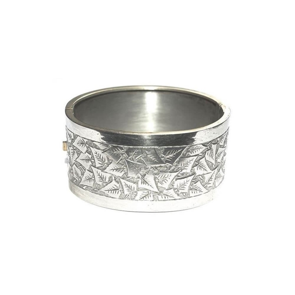 Picture of Victorian ivy Leaf motif Silver Tone Bangle