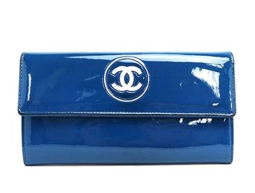 chanel-make-up-patent-leather-wallet