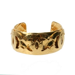 Chanel 1990s quilted effect CC logo gold tone vintage cuff bracelet