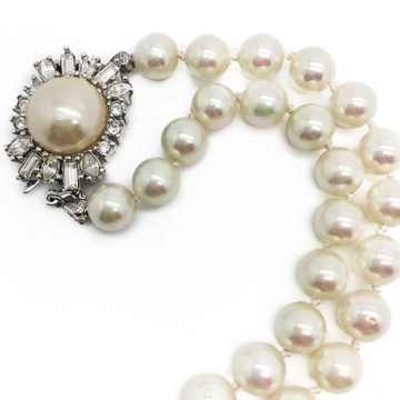 CHRISTIAN DIOR 1990s OPERA LENGTH 'PEARL' FEATURE CLASP vintage necklace